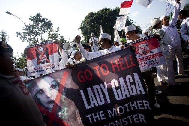 Lady Gaga, FPI,