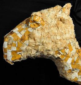 Patung unta dari sisa-sisa rokok merek Camel