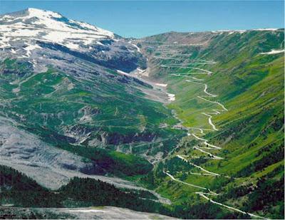 A sinuosa estrada do Passo Stelvio – Itália