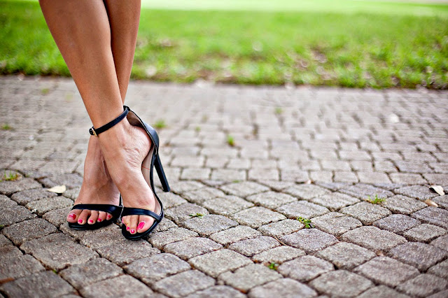 sole society sandals, how to wear black heels, black ankle strap heels