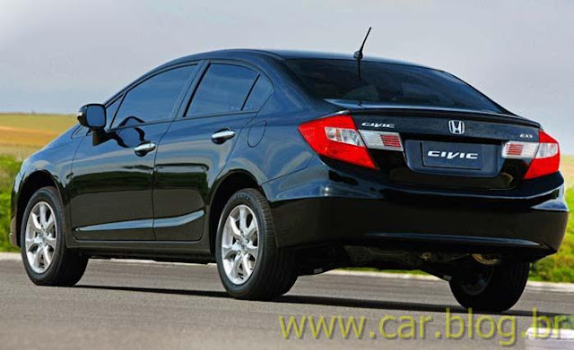 Novo Honda Civic EXS 2012 brasileiro - traseira