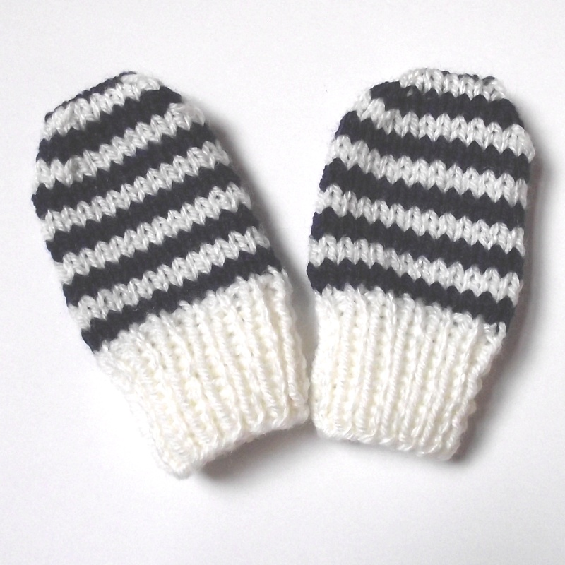 Knitting Pattern For Children s Mittens On Two Needles : The Nutty Knitters blog: Newborn baby mittens