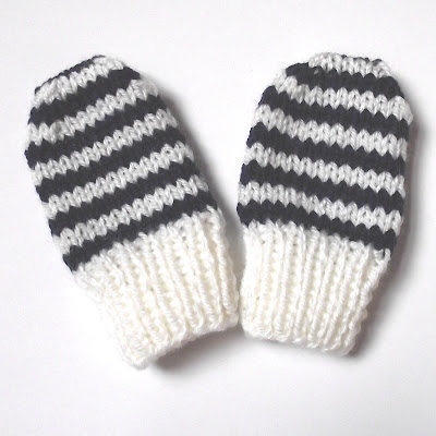 Free Knitting Pattern 10115 2-needle mittens : Lion Brand