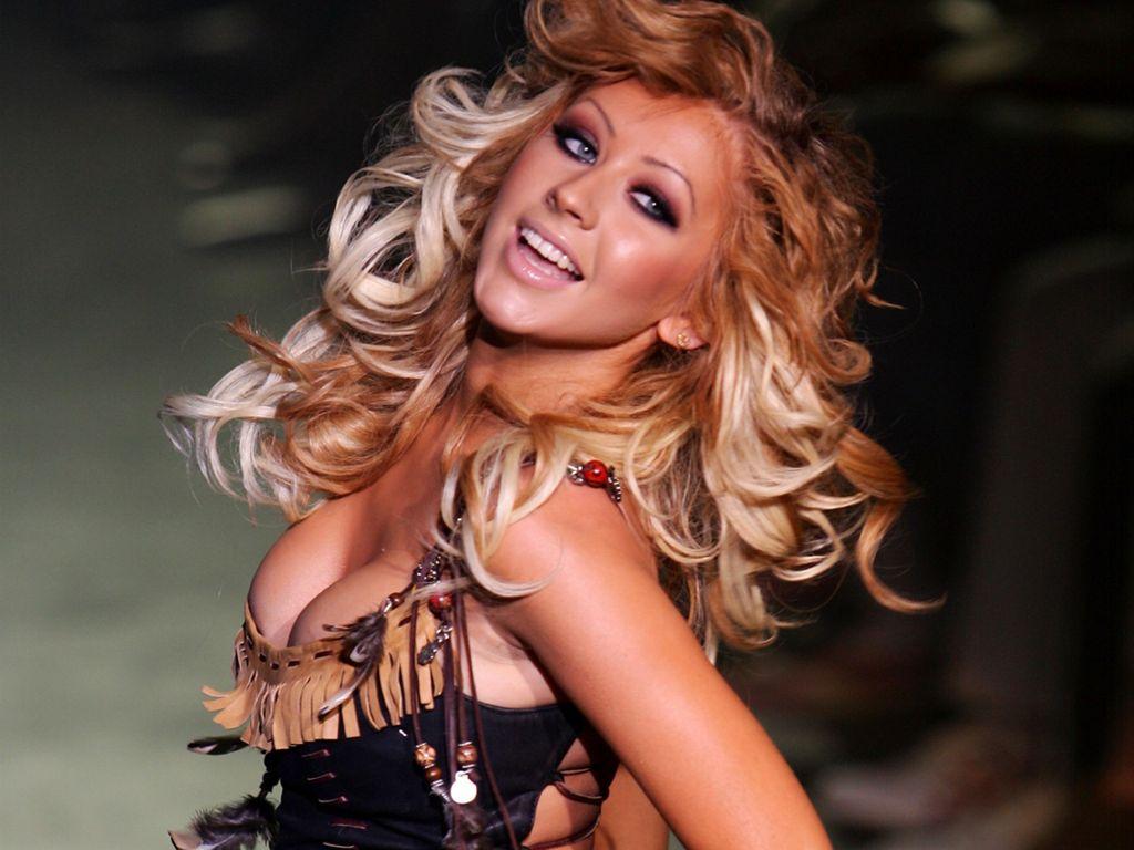 http://1.bp.blogspot.com/-h7ZjghKD8p8/Tz4IlxjhfQI/AAAAAAAAA04/uaCaE_z0klg/s1600/Christina-Aguilera-2011.jpg