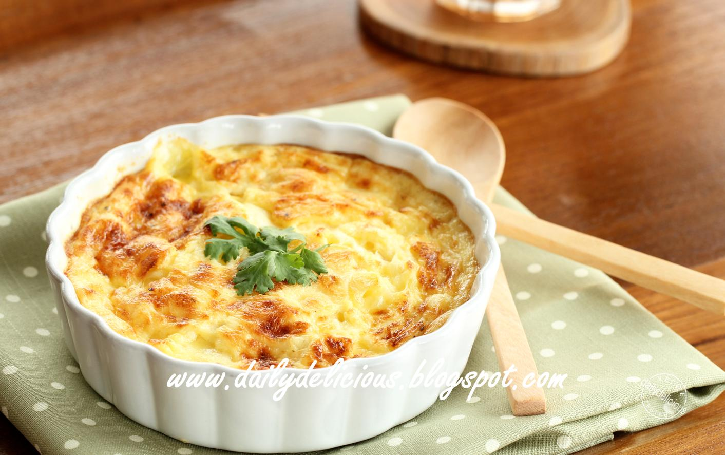 dailydelicious: Cooking for one: Baked egg with onion and cheese
