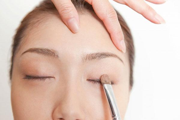 Hướng dẫn cách trang điểm cho mắt sụp mí cực hay