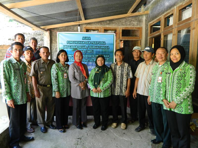 Foto Bersama Kepala BP4K Dengan Pengurus Serta anggota Pokdakan Tolutug Mandiri kelurahan Gogagoman