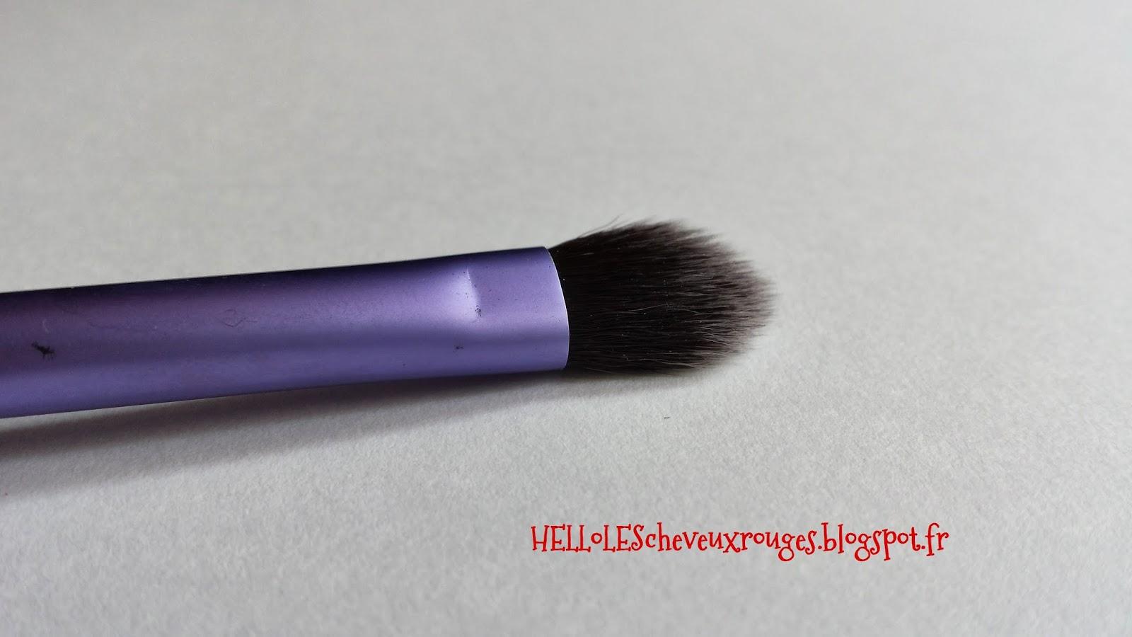 detail de la forme du pinceau base shadow brush du kit real techniques de samantha chapman