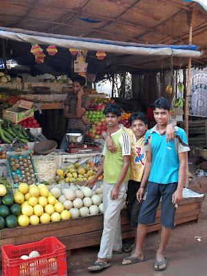 Лоток с фруктами в ГОА