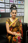 taapsee glam pics in saree-thumbnail-3