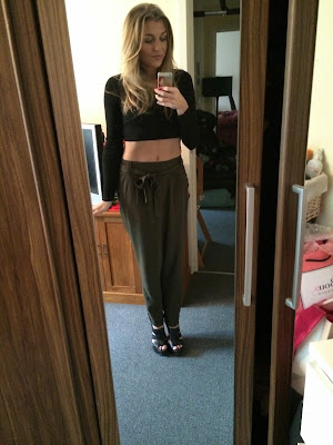 dorothy-perkins-khaki-joggers-ootd-topshop-crop