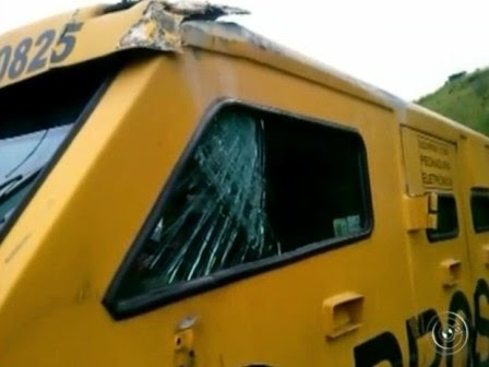 Polícia suspeita que carro foi fechado por caminhão.  Foto: Reprodução/TV TEM