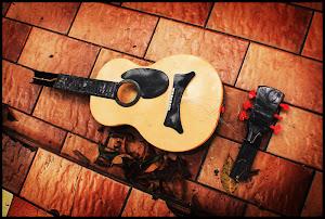 gitar rusak