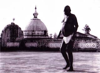 தனது ஆசிரமத்தில் பகவான் நித்யாநந்தா