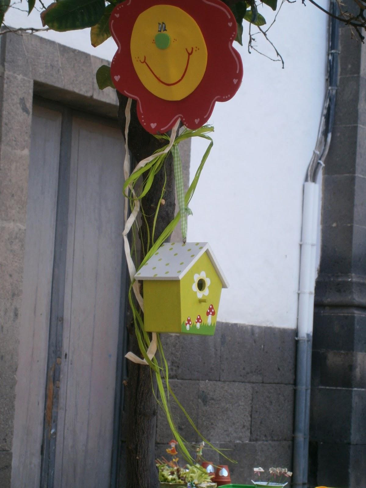 entre flores setas y pasaron el cumple las pequeas jardineras claudia y gata