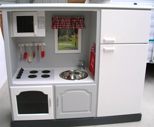 Zelf Keuken Maken Goedkoper : DIY Play Kitchen Entertainment Center