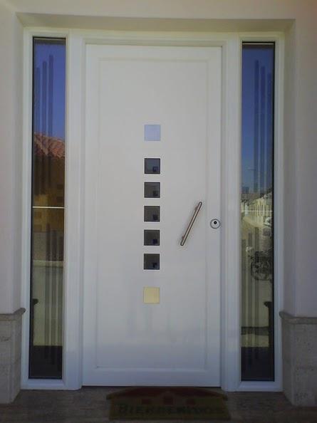 Aluminio y hierro en valencia los paneles decorativos en for Puertas de entrada de hierro