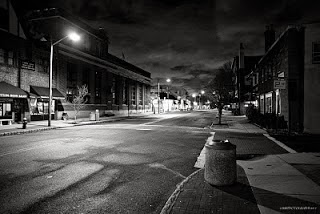 rua vazia - medo de andar sozinho - rua à noite - noite sombria