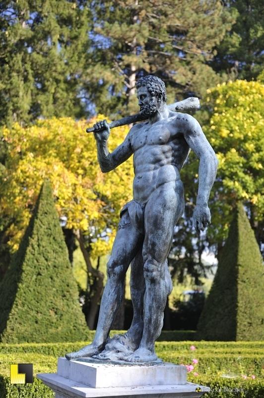 Hercule dans le parc de Vizille photo blachier pascal