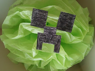Minecraft party, Creeper tissue paper puffs