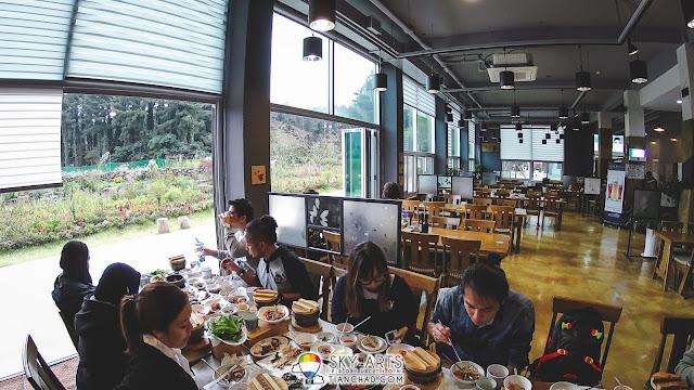 Interior view of Hwa Mok Won 화목원 Restaurant