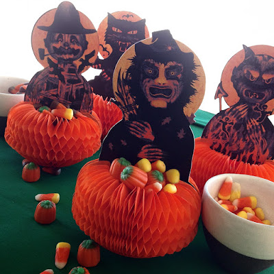 Vintage-style honeycomb baskets offer Halloween party settings for holiday tricks or treats (2015 Bindlegrim)