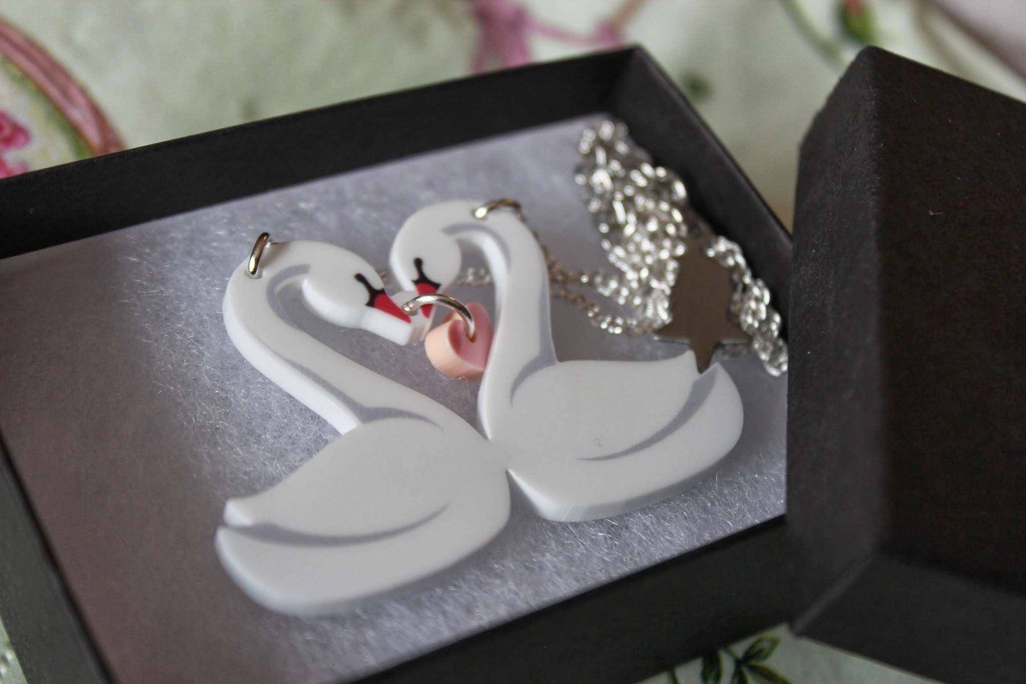 punky pins swan necklace