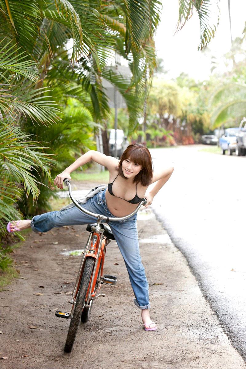 Yumi Sugimoto sexy bikini with bicycle - 1000asianbeauties Part 10 ...
