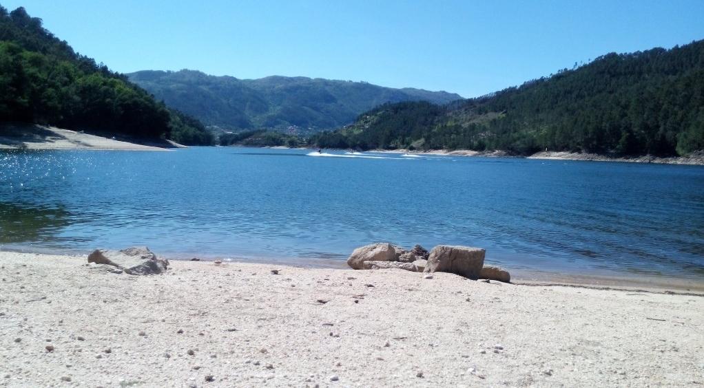 Praia fluvial a 1,5 Km