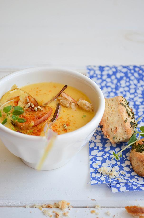 juha od butternut tikve, krumpira i poriluka (sa krekerima od začinskog bilja) / butternut squash, potato and leek soup with some herb crackers
