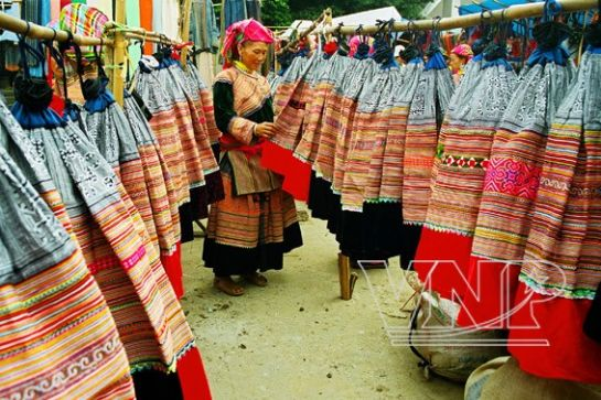 The skirts of the Flower Mong women are for sale at Bac Ha Market (Lao Cai Province)