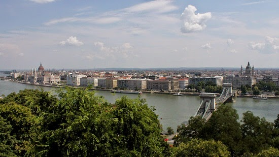 Vistas hacia Pest y el Danubio desde Buda