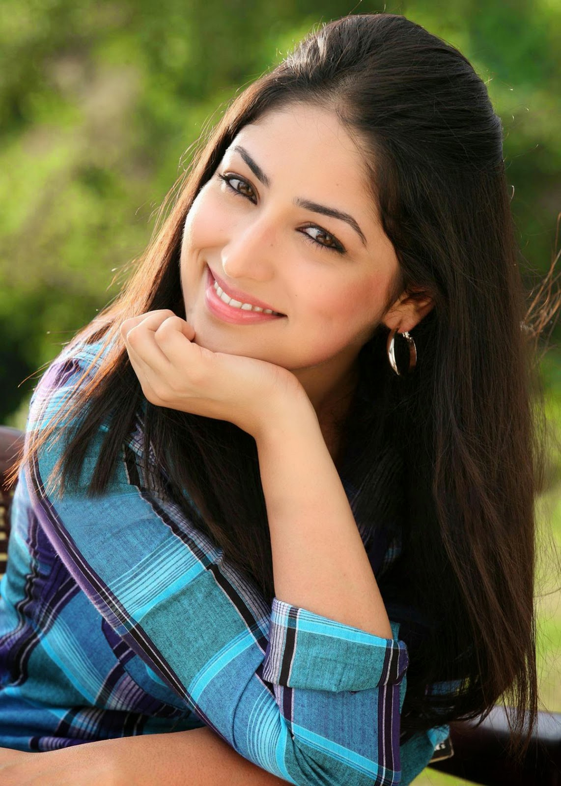 Download image Yami Gautam Cute Hd Wallpapers PC, Android, iPhone and ...