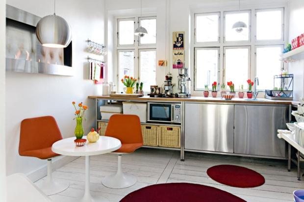 Lille lykke kleurrijke woning for Cocinas con comedor de diario