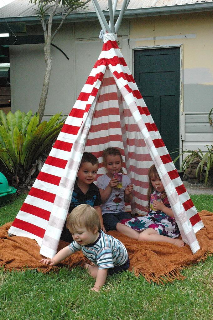 Leftleg Designs Some Christmas Presents Play Tent