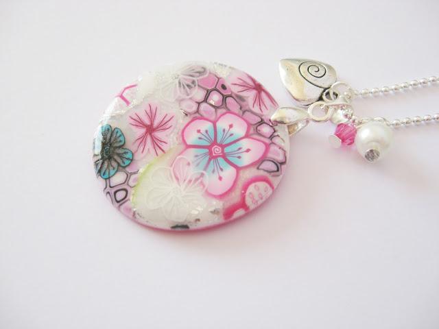 pendentif fleuri fait main unique bijou