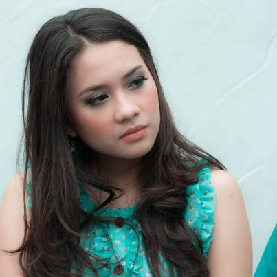Koleksi Foto Christy Julia Host INBOX