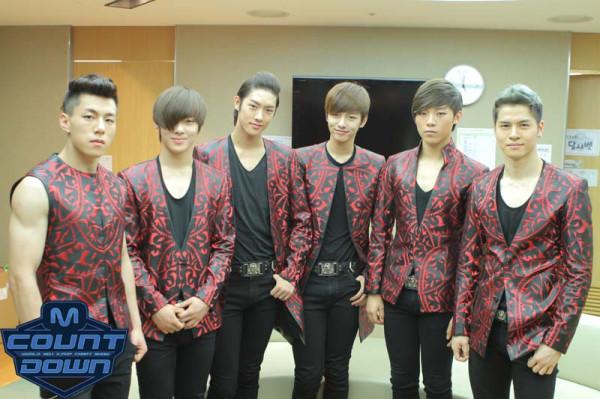 Grup Koreli , Çinli ve Japon üyelerden oluşuyor.