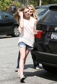 Unseen Hot model Elle Fanning HD photo wallpapers 2012