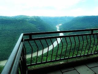 Vale do Rio das Antas visto do Belvedere Sonda, em Nova Pádua.