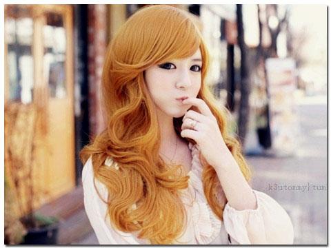 Rambut ikal bergelombang yang tebal dan panjang