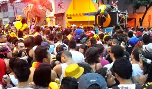 Blocos ganham as ruas no carnaval de SP