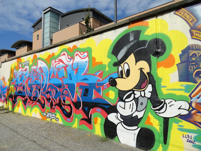 graffiti mickey mouse