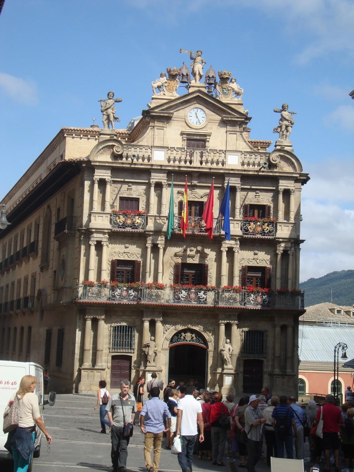 Fim de navarra e inicio dos pireneus kasaskostas - Pamplona centro historico ...