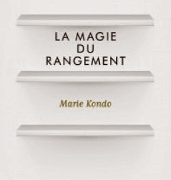 lire aux clats la magie du rangement de marie kondo by claudine. Black Bedroom Furniture Sets. Home Design Ideas