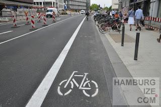 Dammtorstraße - Radfahrstreifen