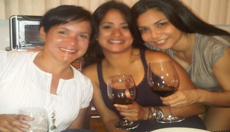 tomando vino con las amigas