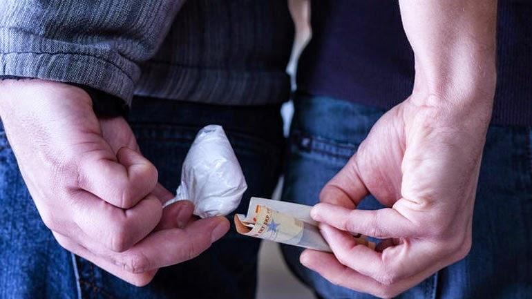 Χειροπέδες σε δύο Χαλκιδέους για ναρκωτικά