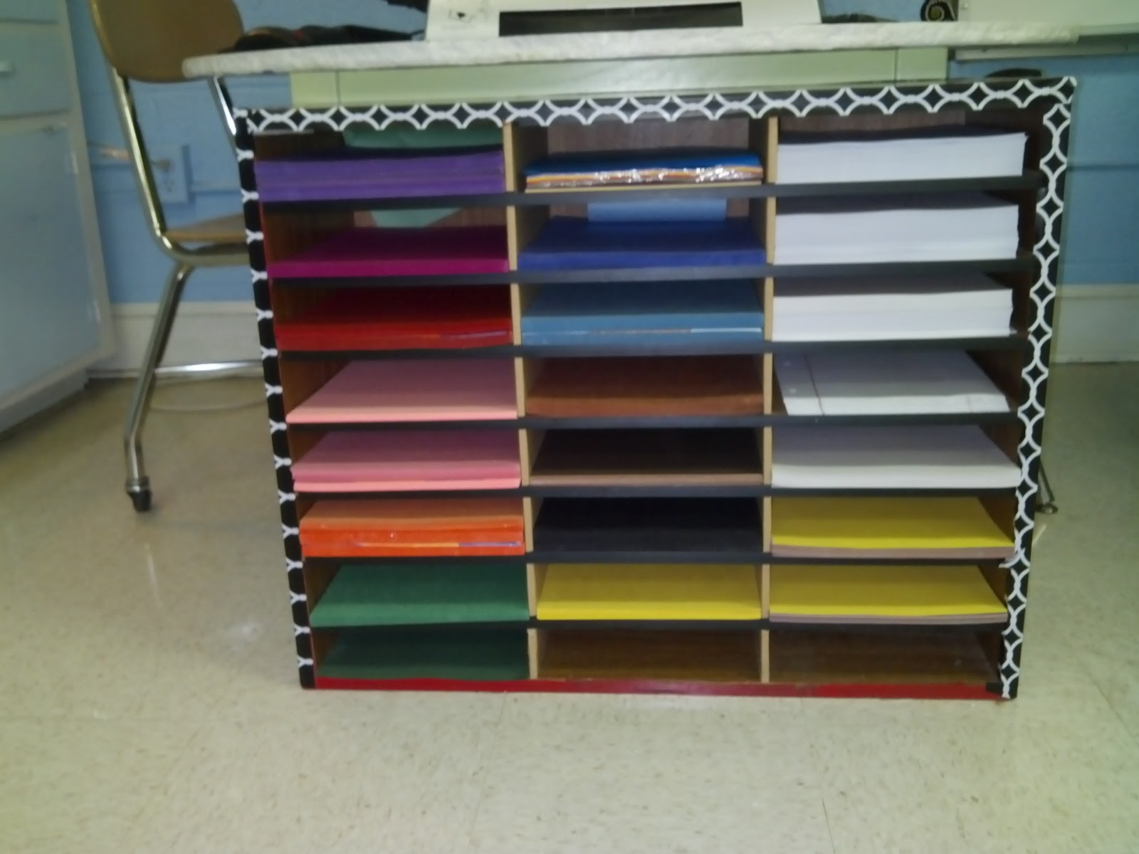 construction paper organizer Combat the chaos of the classroom with these inspiring organization tips.
