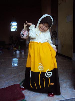 Contoh baju muslim anak perempuan terbaru Contoh baju gamis anak